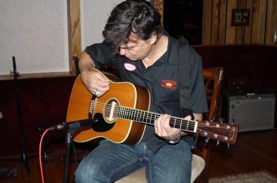 Doug Pettibone – Acoustic Guitar Mic Comparisons